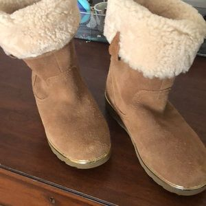Girls Ugg boots like new size 3.